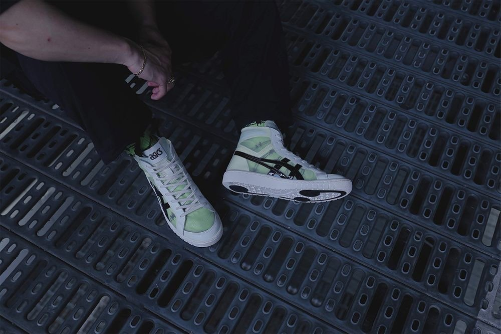 近日,日本潮流名所 atmos 再度携手 ASICSTIGER 推出别注鞋款