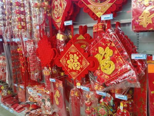 你家年货购物车里都有啥?济宁城区各大商超开出年货大街