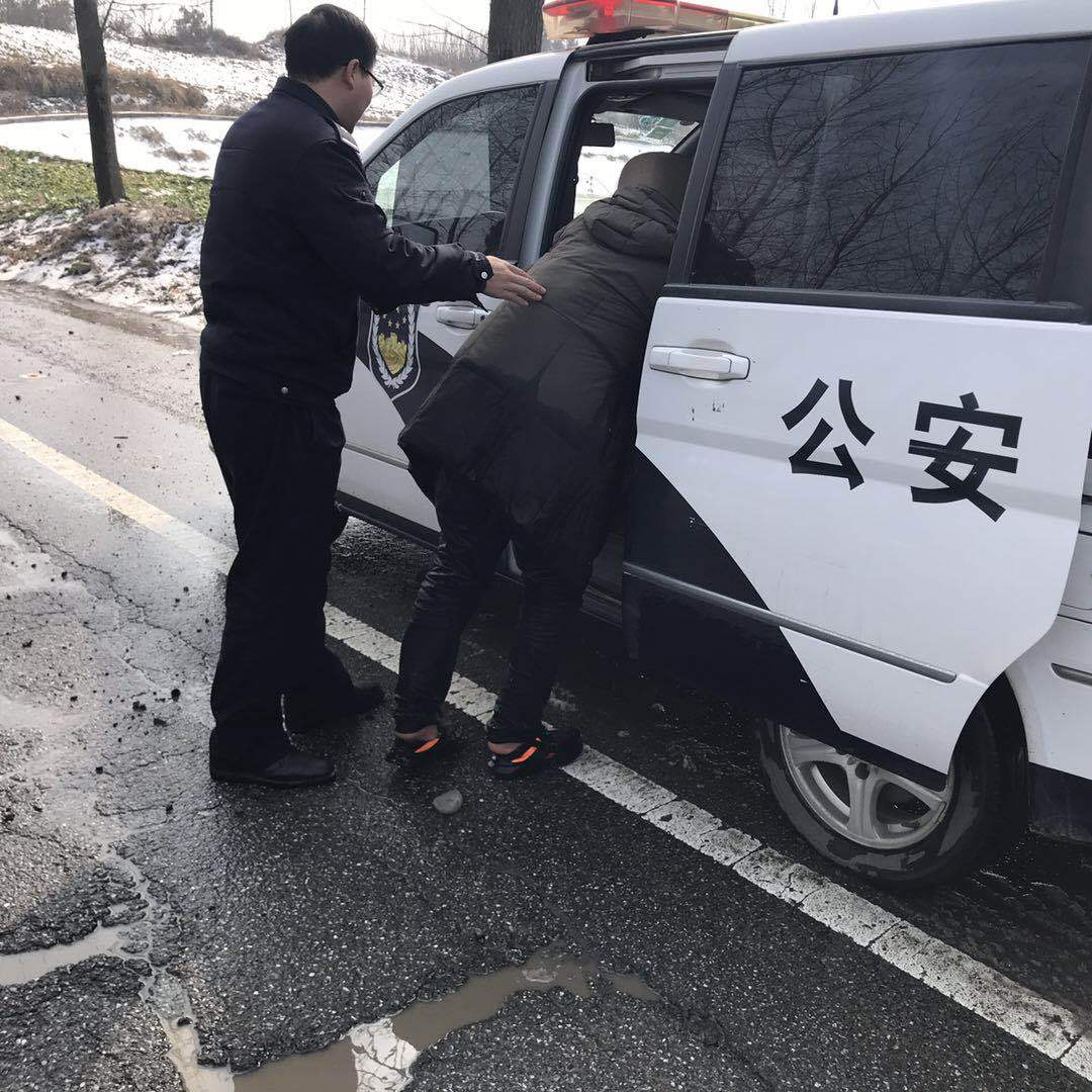 桐柏公安:过境司机急求助 民警全力来帮扶