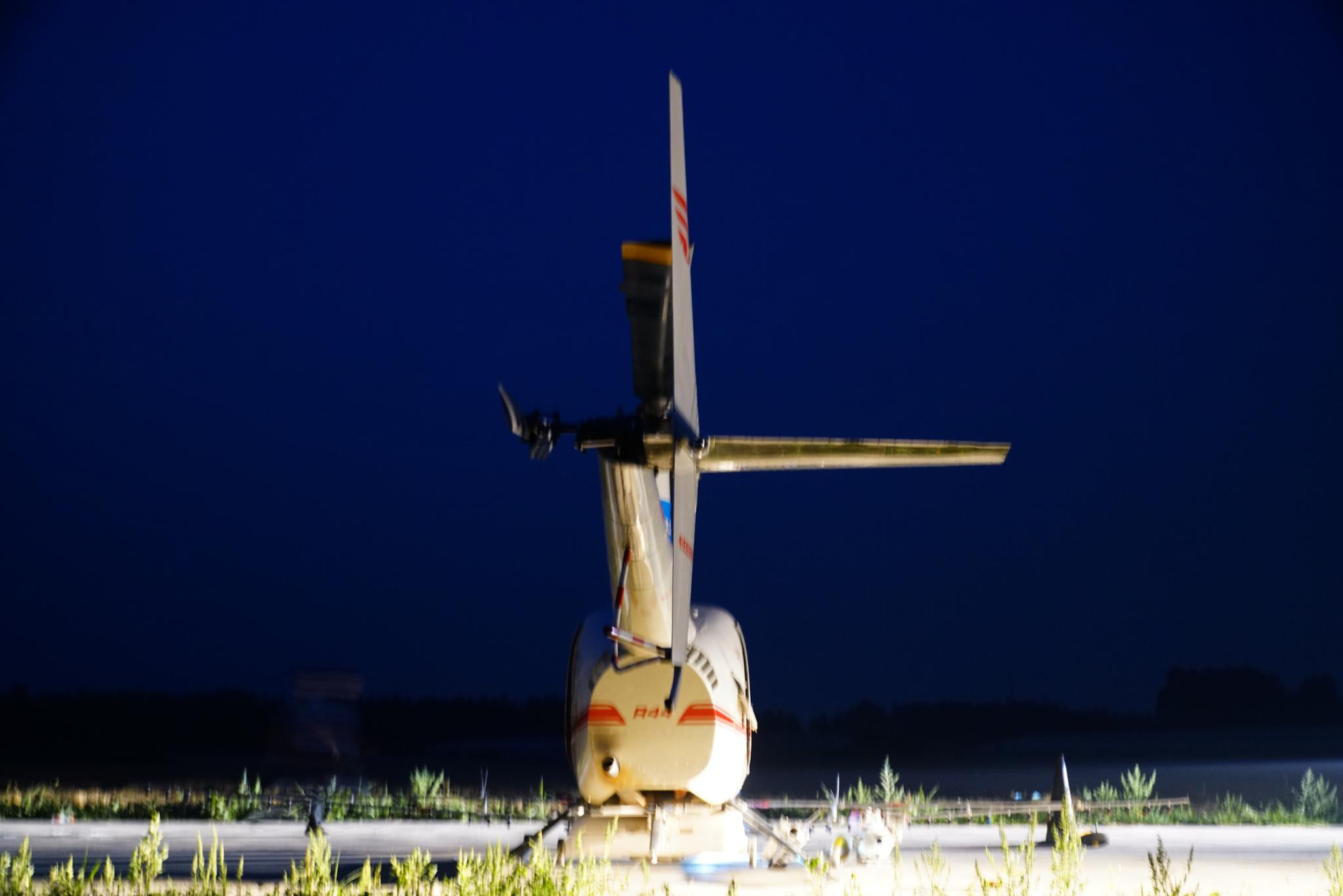 山东济南一架直升机机组彻夜未眠防治美国白蛾