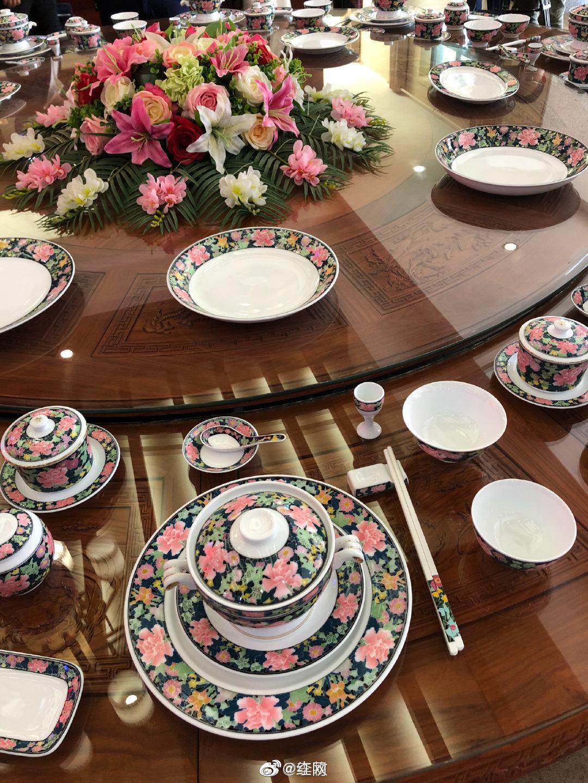 湖南醴陵生产的釉下五彩瓷,供国宴使用,称为国瓷