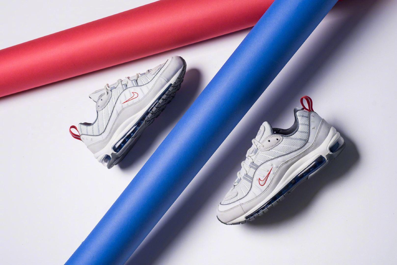 13b5f9a8883b Nike Air Max 98,奶奶的,蓝红也点缀的恰到好处!配色信息:Summit White Metallic Silver北美发售价格: 170.00货号:CD1538-100images  via Sneaker Politics