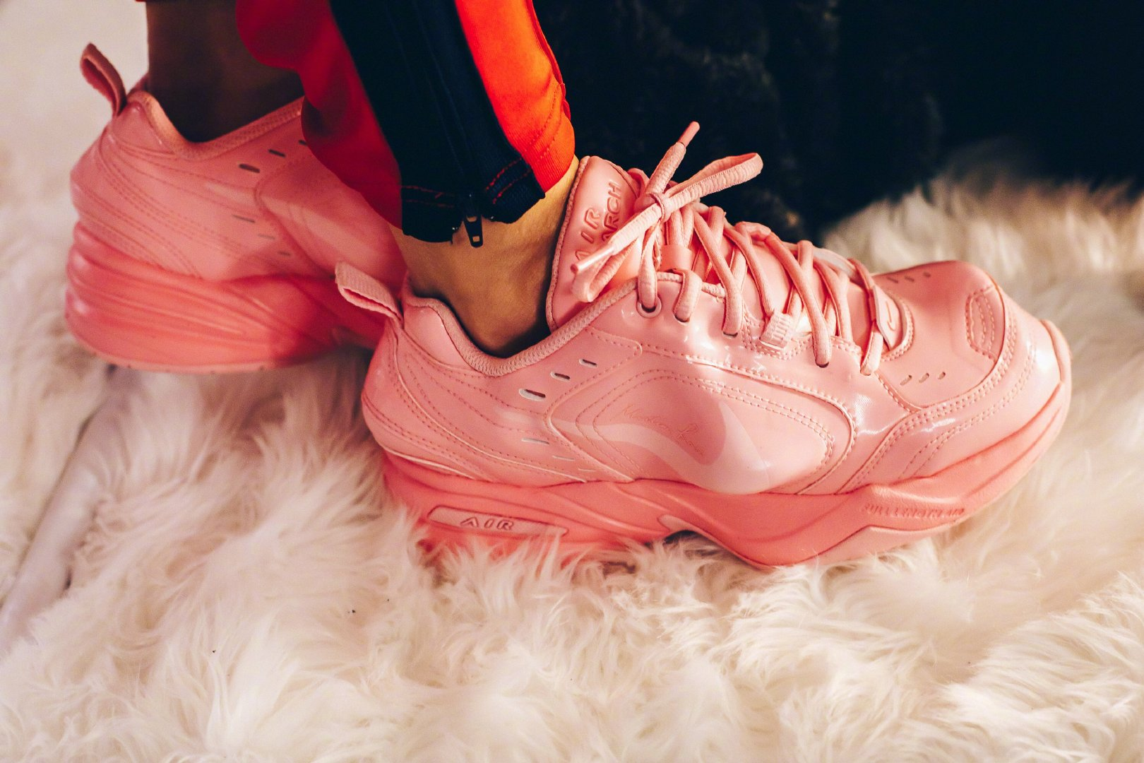902fc4490b1 Nike Air Monarch IV x Martine Rose,三个配色,三种不同的感觉,售价250美元,有没有喜欢的朋友?  ♀    ♂️images via Sneaker Politics