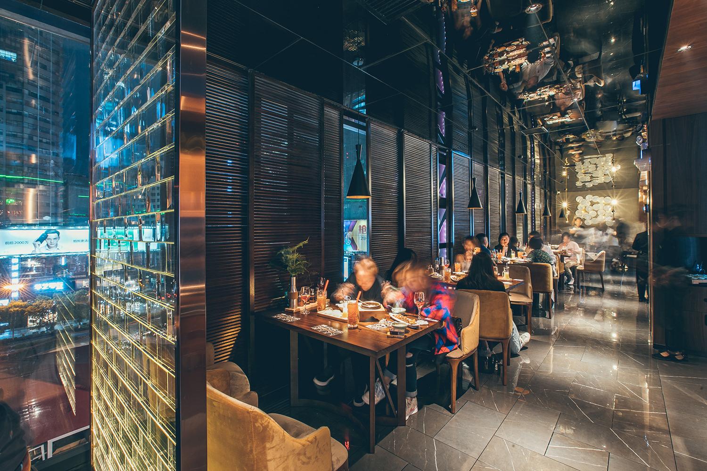 丝恋,这家贵阳标志性的小吃店,在贵阳最好的商场国贸广场搞事