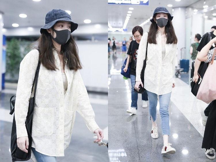 倪妮机场女神范十足,白衬衫牛仔裤文艺清爽,趴墙签名实力宠粉