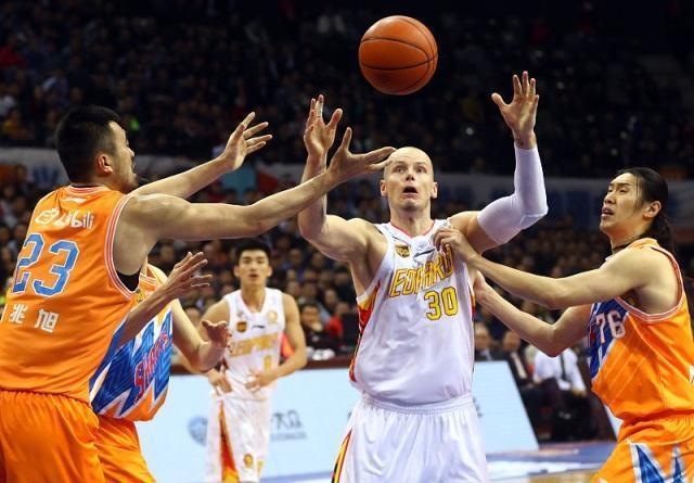 中国男篮被耍了?小组赛最强对手猛将复出,CBA场均轻松砍35+