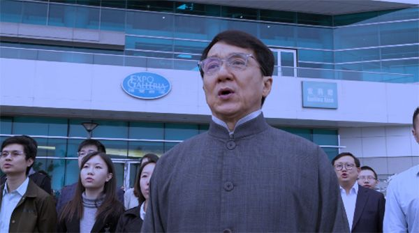 """香港演艺界人士、知名演员成龙:""""很激动,作为中国人很骄傲。"""""""