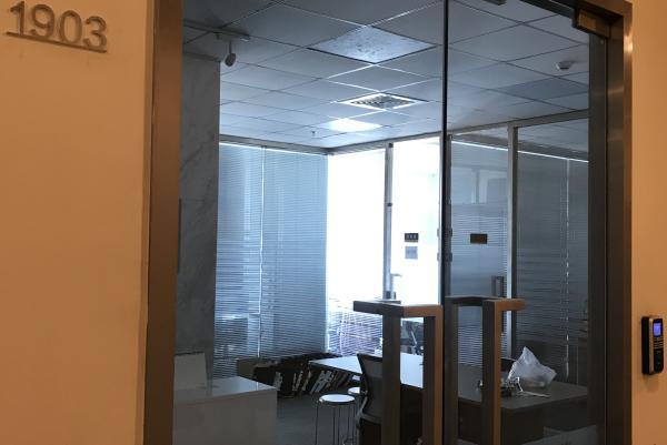青岛美泊门号称集团,办公室约100平米,早已搬离。 本文图片均为 澎湃新闻记者 王去愚 供图