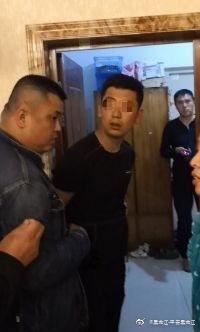 哈爾濱一大貨車刮撞26臺車 司機駕車逃逸后被警方逮捕