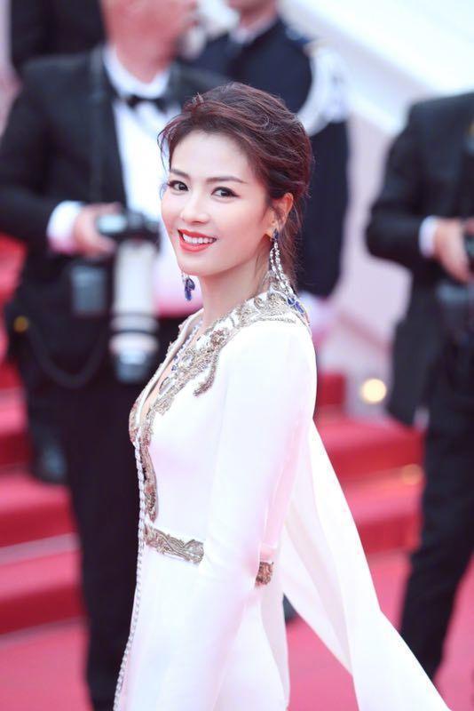 """刘涛亮相戛纳太保守,""""延禧""""演员蹭红毯被赶,最大亮点是周杰伦"""