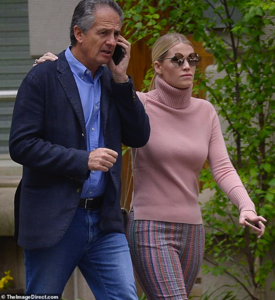 Kitty Spencer與60歲的男友在曼哈頓的街道上散步
