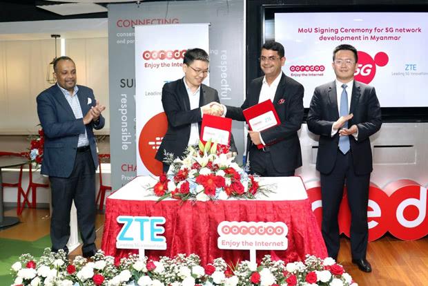 中兴通讯公司高级副总裁梅中华(左二)与缅甸Ooredoo 代理CEO Alok Verma(左三)签署谅解备忘录 图源:缅甸Ooredoo