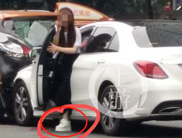 广州奔驰女司机闯红灯撞人群,致13人伤