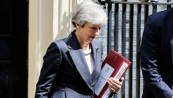 英国下议院领袖辞职 梅即将被本党赶出唐宁街?