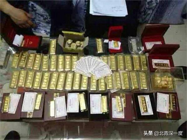家中发现的大量金条