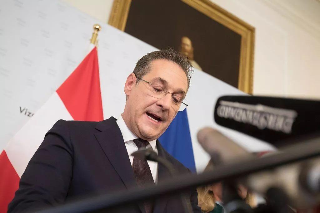 当地时间5月18日,奥地利副总理斯特拉赫因贪腐丑闻辞职。/视觉中国