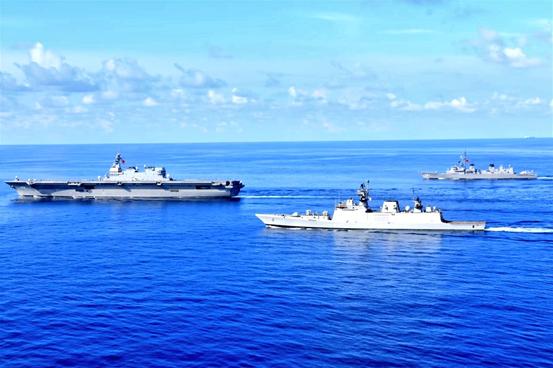 """印度海军和日本海上自卫队正在进走""""交汇演练""""(PASSEX)"""