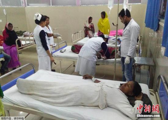 資料圖:在印度一家醫院內接受治療的病患。