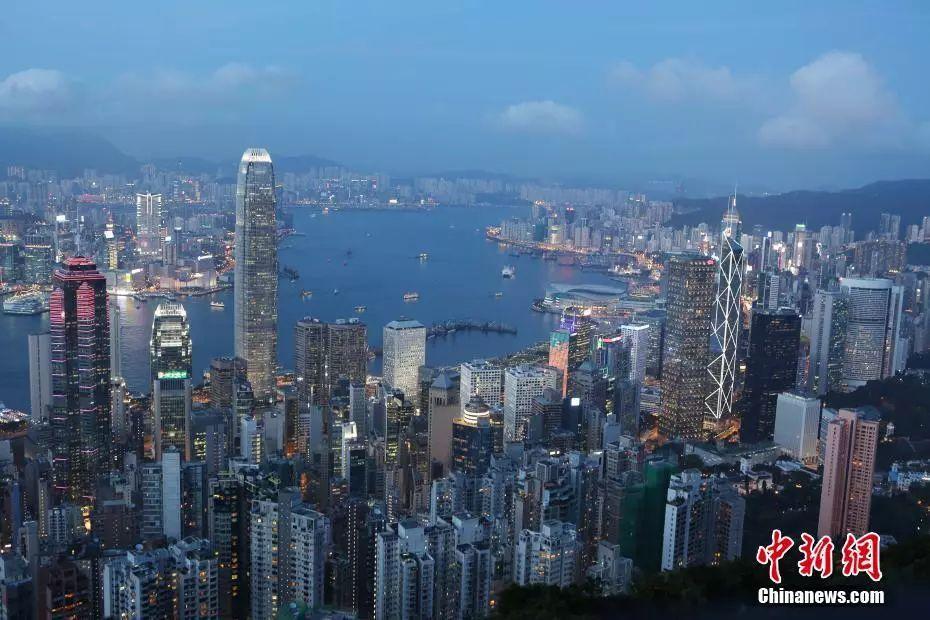 资料图:香港维港夜景。中新社记者 洪少葵 摄