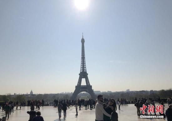 原料图片:法国埃菲尔铁塔。中新社记。者 李洋 摄