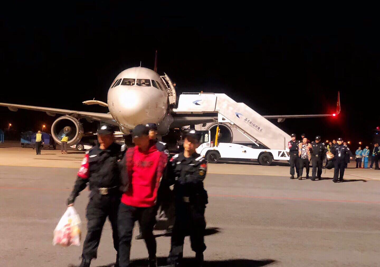 3月26日,邢台警方在南京机场将网贷公司团伙抓获。 受访者供图