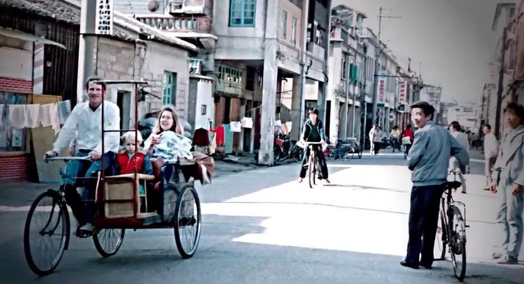 ▲原料图片:潘威廉和家人。在厦门。