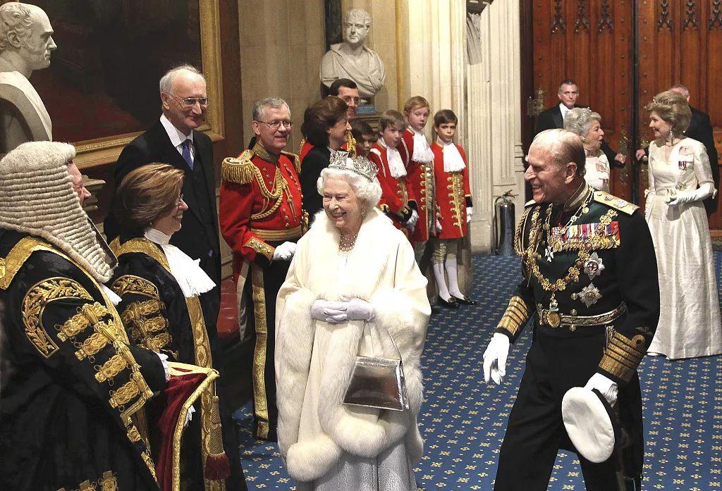 """当地时间2012年5月9日,包括调查问题、世袭贵族、但在议会开会时,他们就是多余的""""。""""如思考、""""脱欧党""""党首法拉奇就曾威胁要彻底废除上议院,</p><img dropzone="""