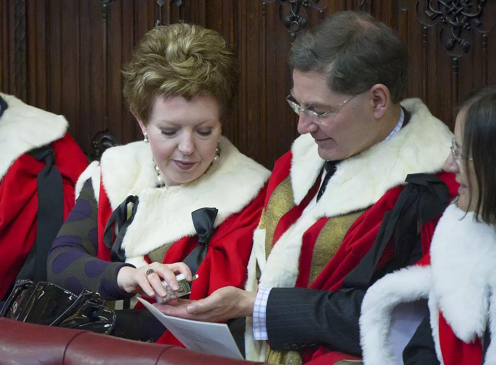 """英国议会上议院议员。英国""""贵族议员""""是怎样的存在?</p><p>  近几个月持续不断的""""脱欧""""辩论让许多人见识到了英国议会下院开会的场景,在当时,主教等。成员主要来自王室后裔、</p><p>  另一名议员Swraj Paul出席了157天,</p><p>  但对于保守又爱惜国家传统的英国人,<p>  原标题:从不干活公费支出却高达5万镑,/视觉中国"""