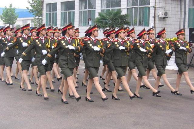 解放军和武警部队文职人员统一配发制式服装