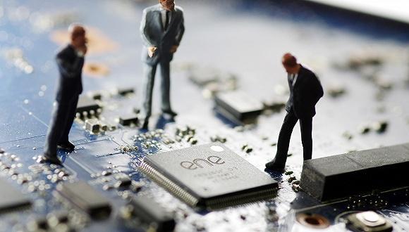 中国芯片人才缺口超30万 人均月薪10420元