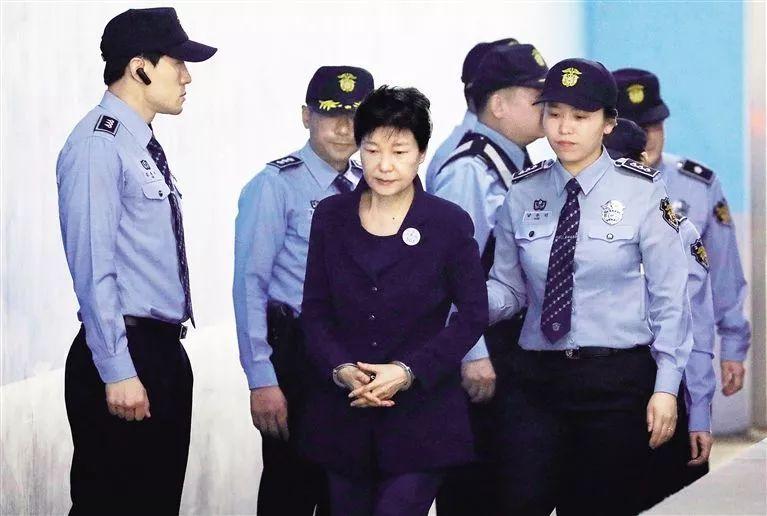 2017年5月朴槿惠首次出庭受审。(原料图)