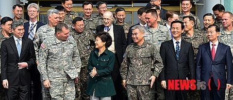 朴槿惠执政期间,曾推迟移交战时作战指挥权。(纽西斯通讯社)