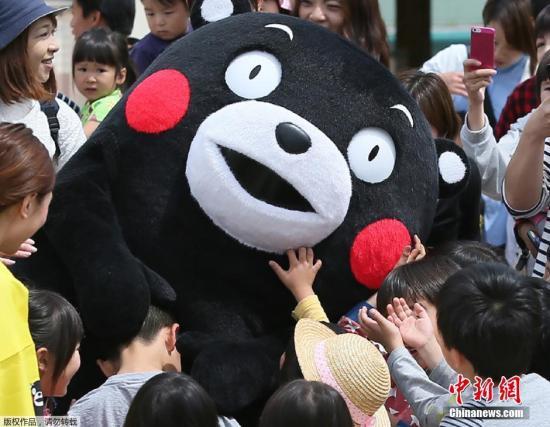 资料图片:熊本熊是熊本县营业部部长兼幸福部长,可谓是日本最著名的公务员。