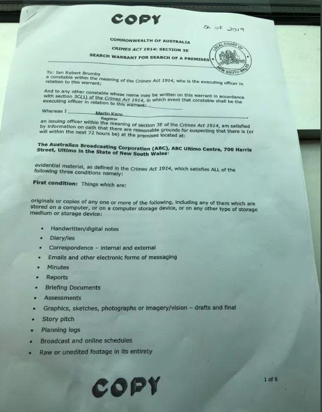 ▲图为澳大利亚联邦警察对澳大利亚广播公司的搜查令,由该媒体的记。者拍下发到了网上
