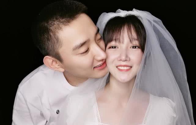 于小彤和陈小纭晒婚纱照,亲吻脸颊秀甜密,上演