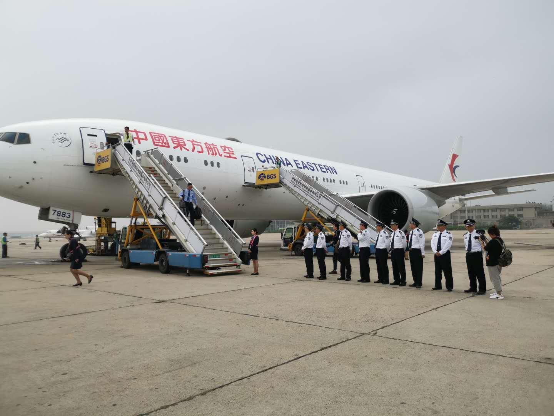 6月7日,中国从西班牙押解回国94名诈骗作恶嫌疑人。摄影/新京报。记。者 王贵彬