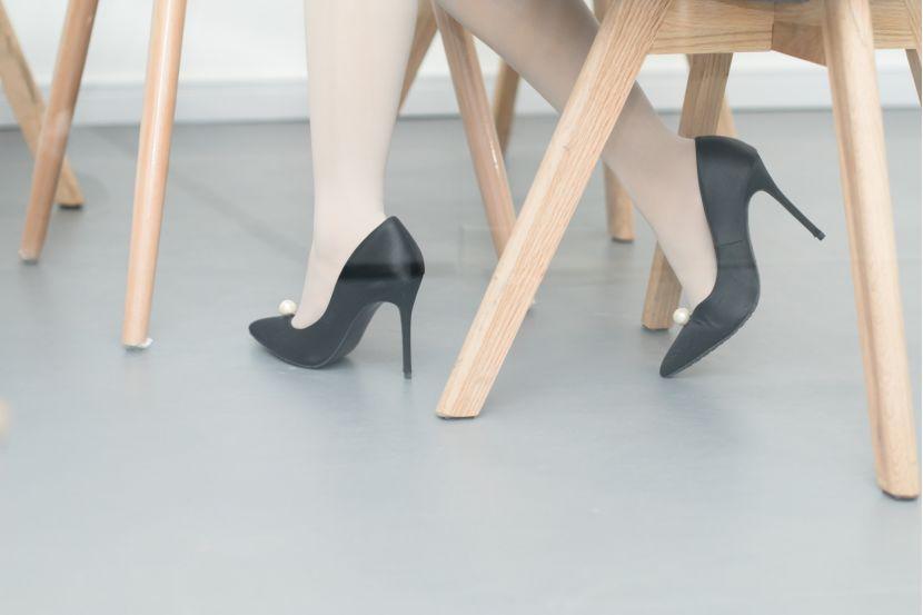 日本女性抗议上班要穿高跟鞋 部长一句话惹翻全国_德国新闻_德国中文网