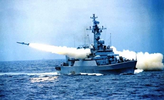 """还在人民海军服役时的""""铜陵""""舰 海红旗61B防空导弹是他最隐晦的标志"""
