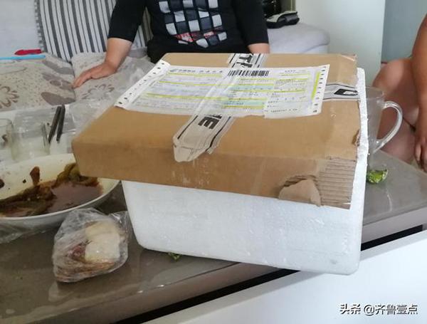 当时用来装芒果的快递箱。齐鲁晚报·齐鲁壹点记者 摄