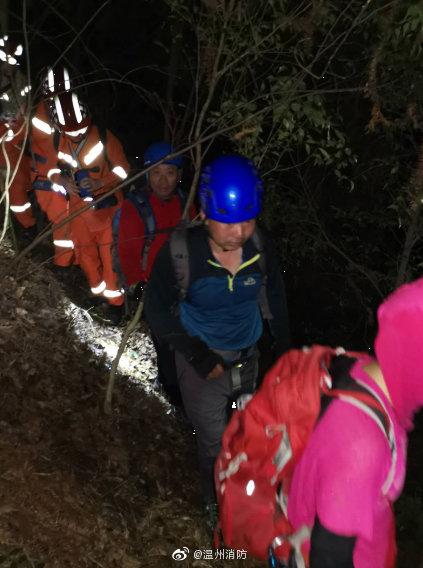 浙江温州60名驴友被困永嘉县十二峰 消防员将其全部救出