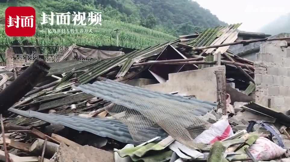 """视频-地震致300多头猪被埋 消防员与村民营救""""二师兄"""""""