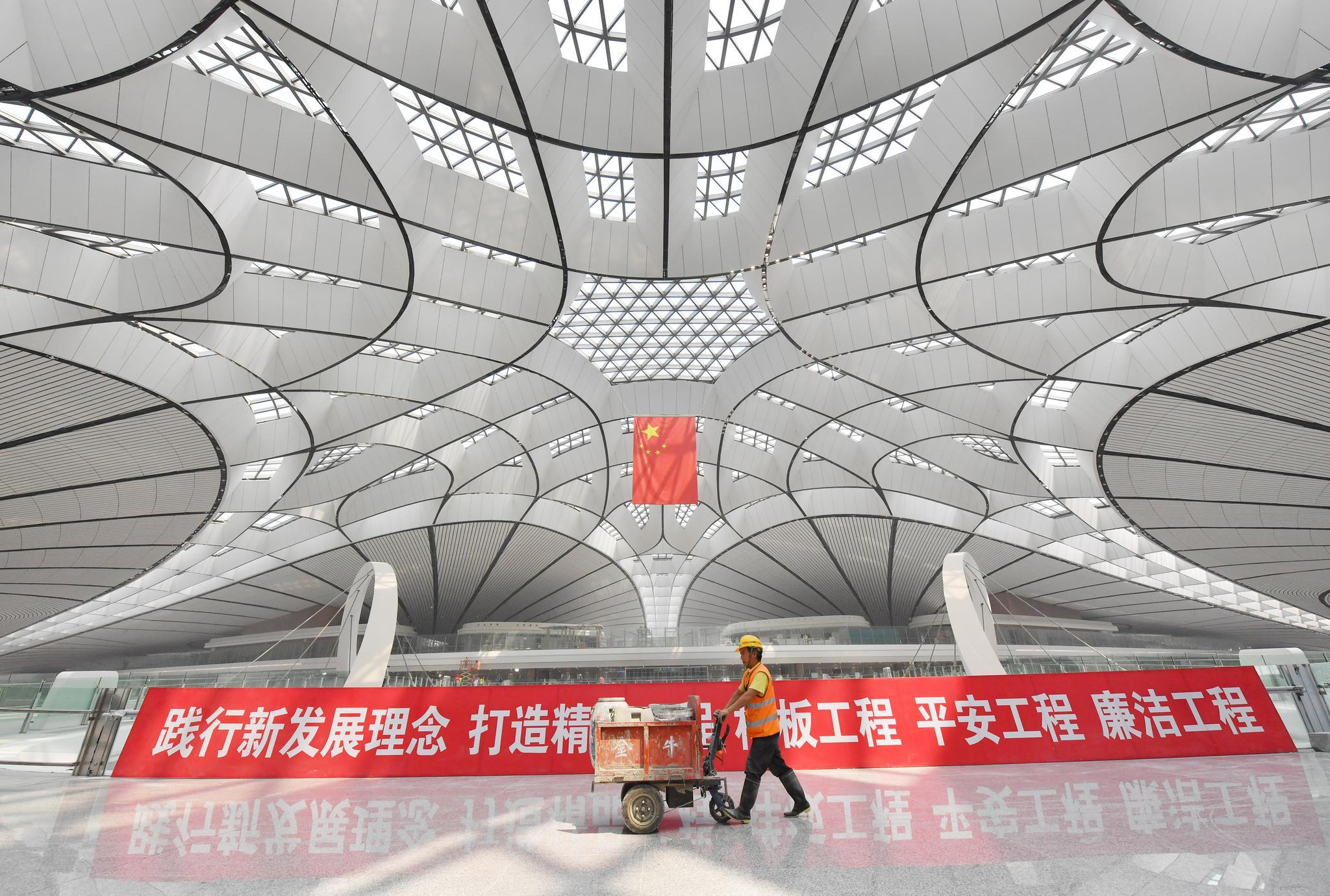 保洁人员将对航站楼进行整体清洁。摄影/新京报记者李木易