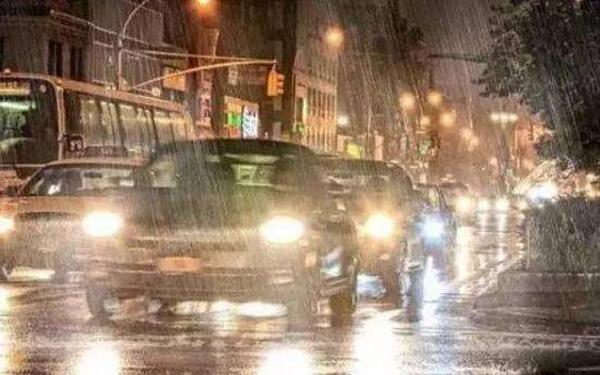 """老司机总结""""雨天开车5技巧"""",新手看了很管用"""