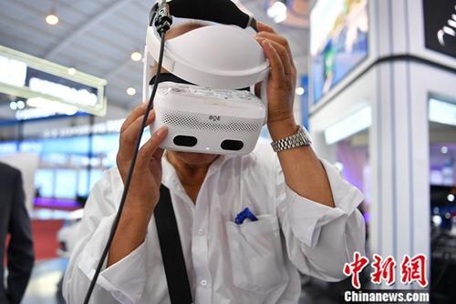 资料图:中国科技企业亮相展会。中新社记者 刘冉阳 摄