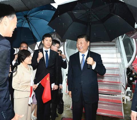 6月27日,中国国家主席习近平抵达日本。(图源:新华社)
