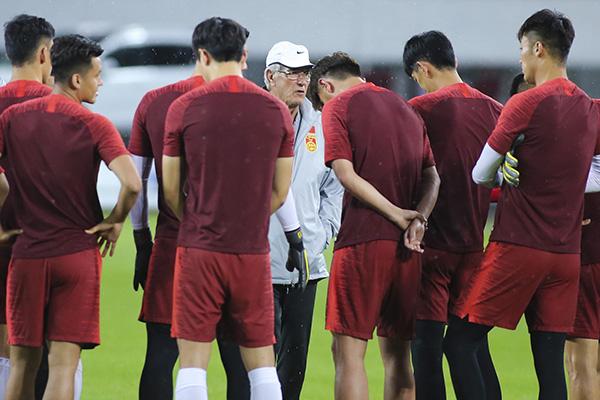 国足8月集结备战世预赛,里皮将征召更多合规入籍球员