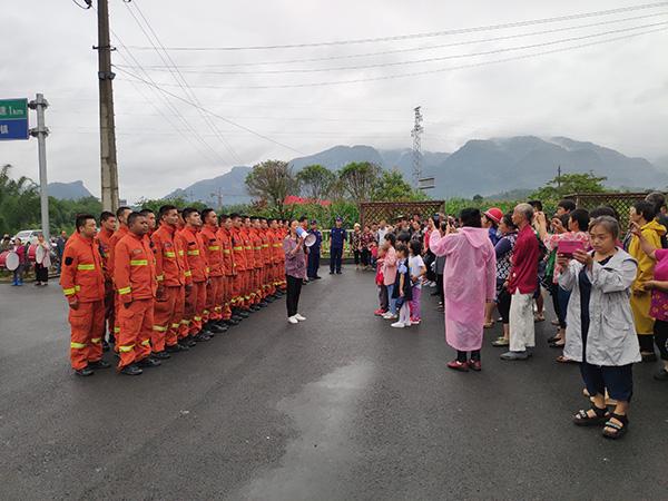 四川长宁地震救援人员开始撤离 四川森林消防总队供图