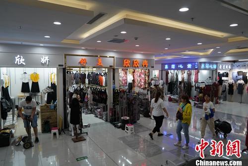 河北沧州明珠国际商贸城(二期)早市。中新网记者 刘湃 摄