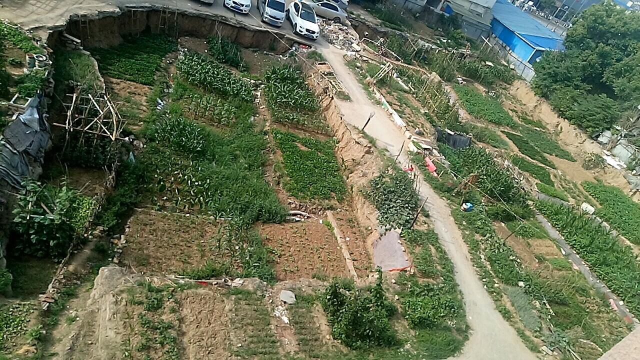 裕达花园项目有两个大坑。