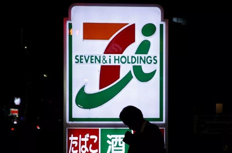 """本月1日,日本便利店7-Eleven推出手机支付程序""""7pay""""(图源:路透社)"""